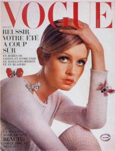 3-Twiggy-in-Vogue-magazine