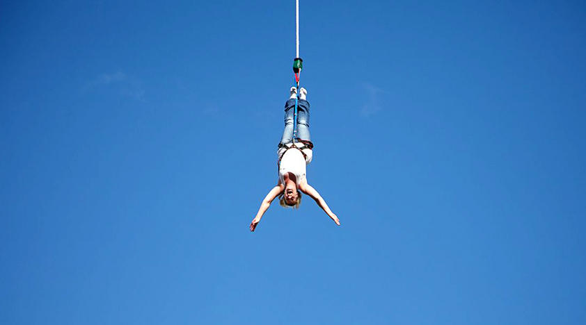 317910931-bungee-jumping-in-windsor